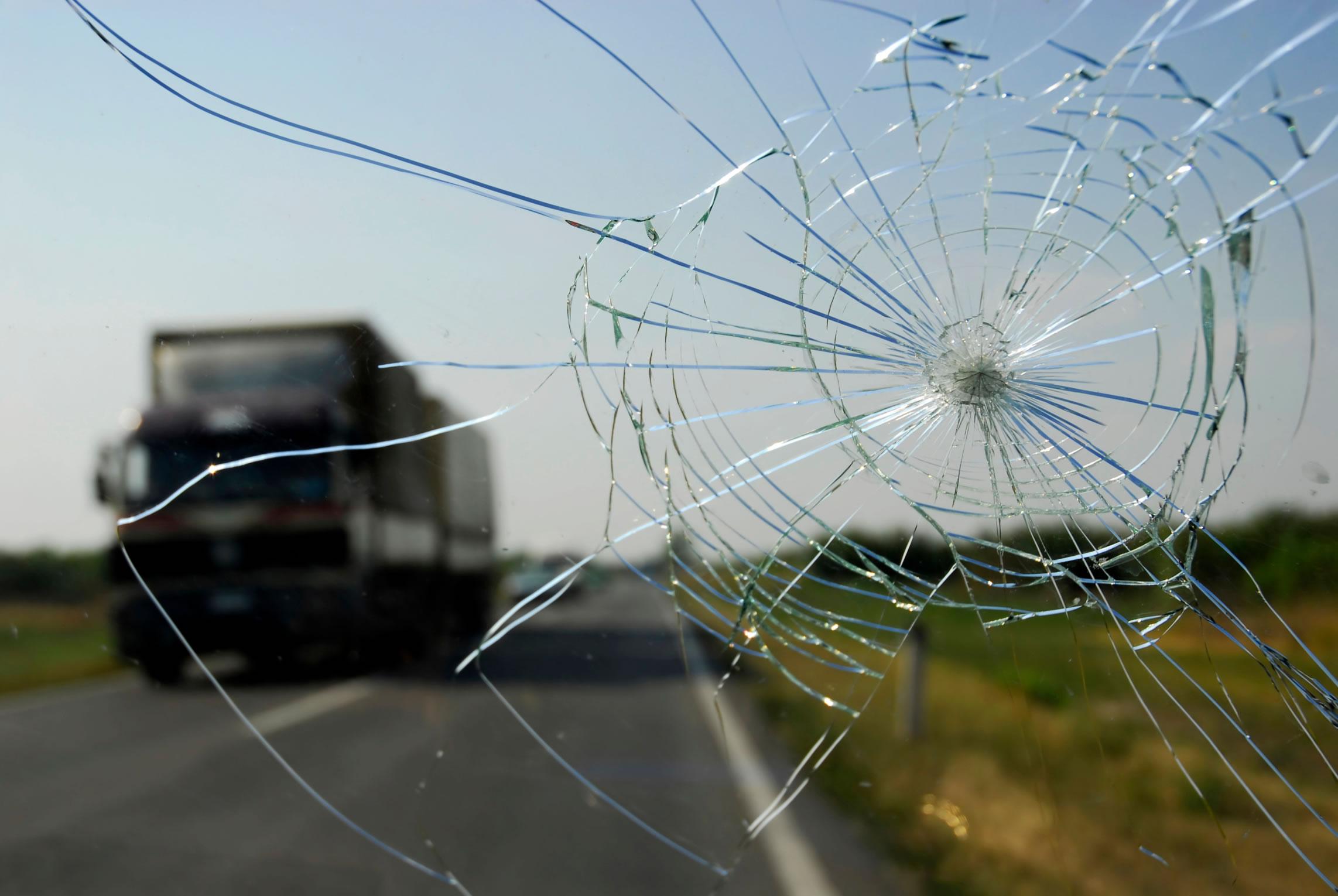 windshield chips and cracks emkay fleet management